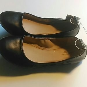 Universal Thread Shoes - Women's slip on shoes